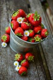 strawberries-3431119_1920